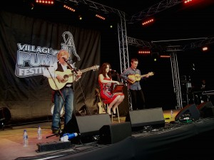 Jess Vincent supported by Reg Meuross and Marcel Rose